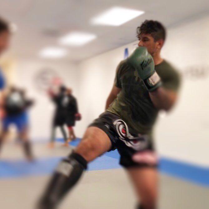 Kick-me boxing