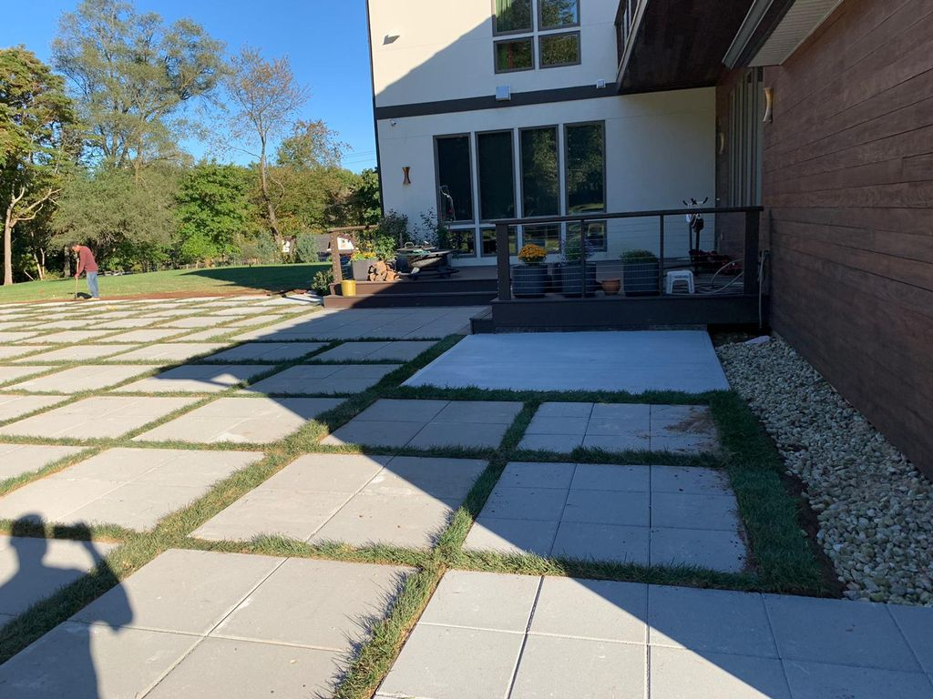 Paver patio and front circle design pavers