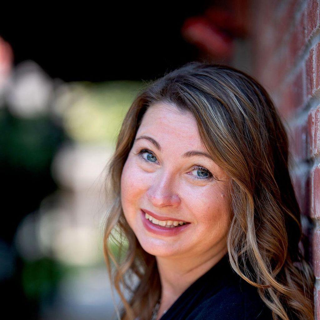 Darlene Hawley Branding & Online Business Coach