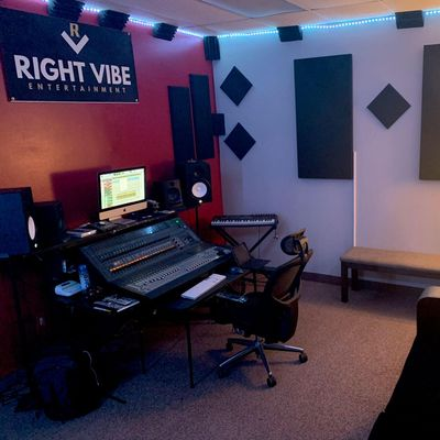 Avatar for Right Vibe Entertainment Studio