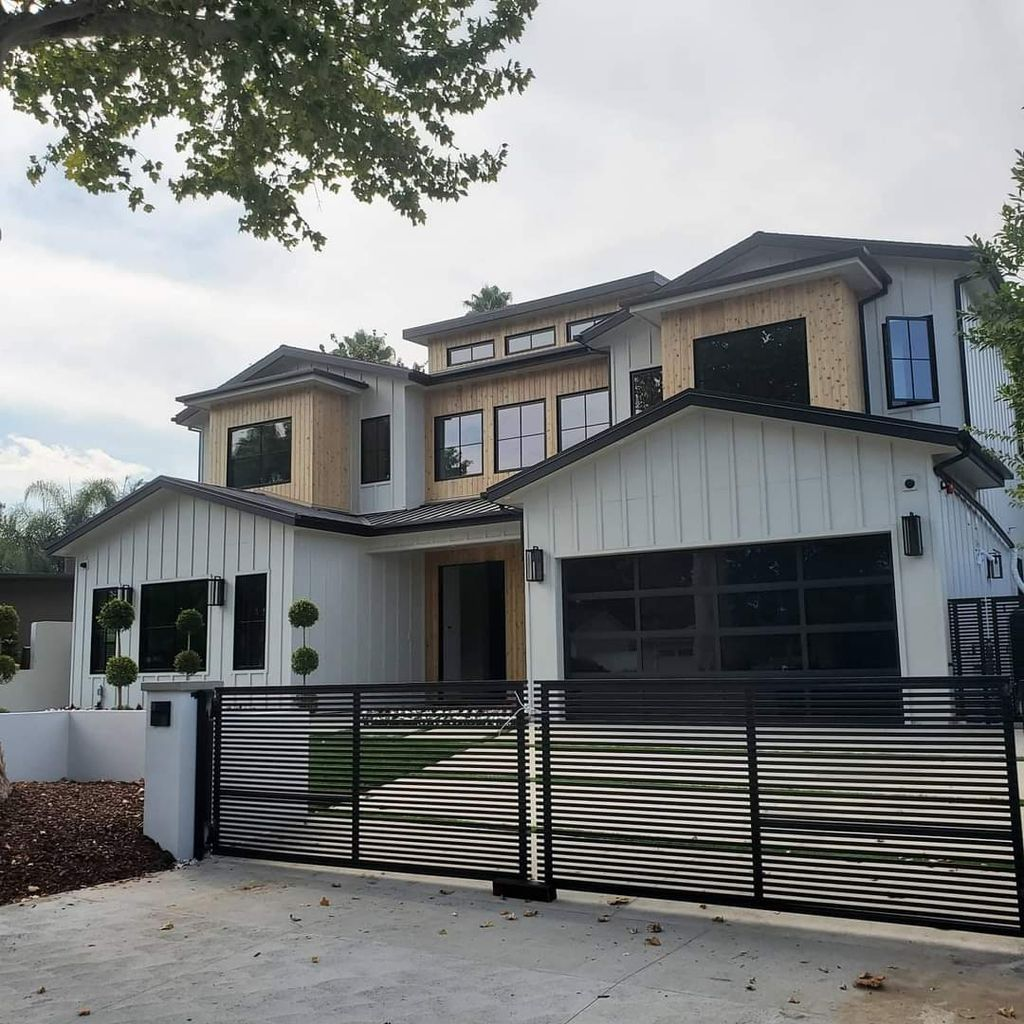 New Construction of Luxury Home in Encino, CA
