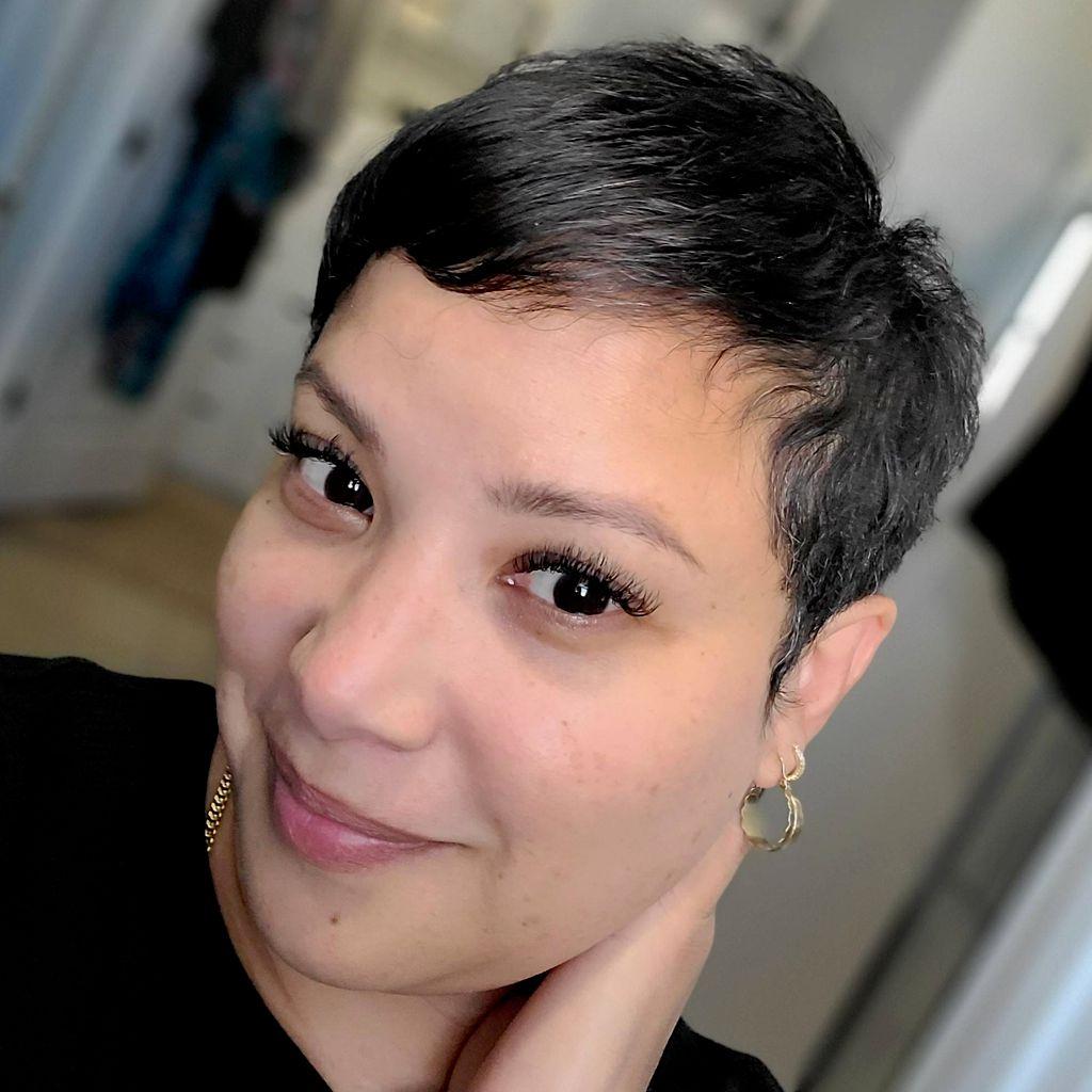 Sirena Mua (certified makeup artist)