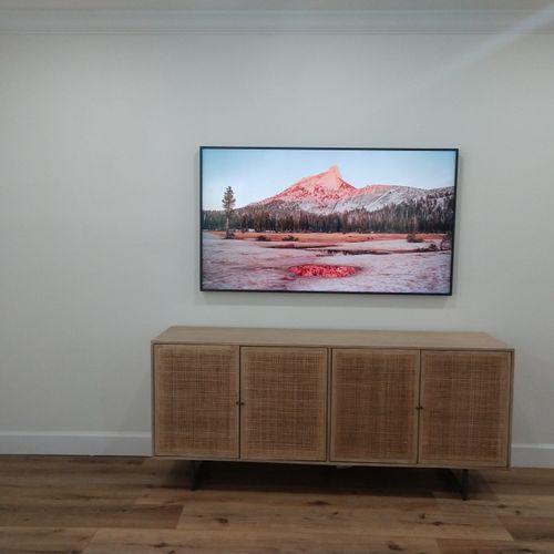 "Samsung ""Frame"" TV"