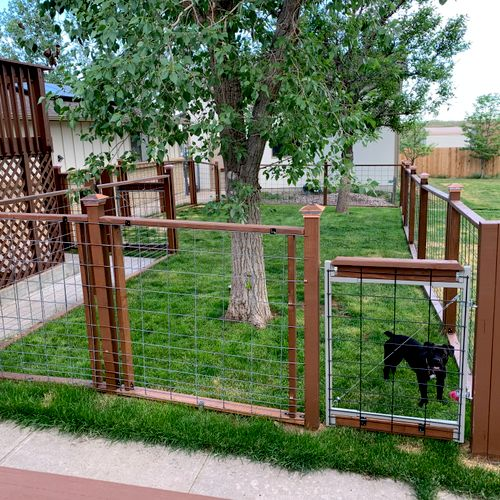 Enclosure for dog-dog intros.