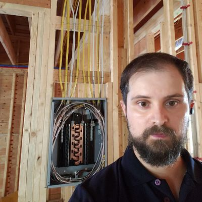 Avatar for Tiago Parra Electrician