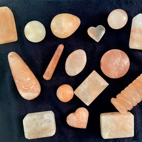 Himalayan salts, a warming tool to help detoxify and decrease inflammation.  They are also anti microbial.