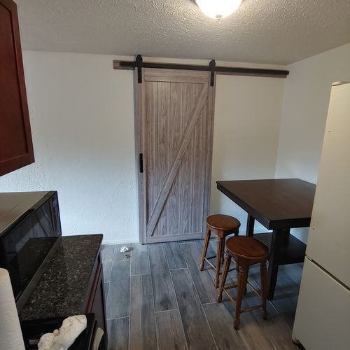 Breakfast Area with Barn Door