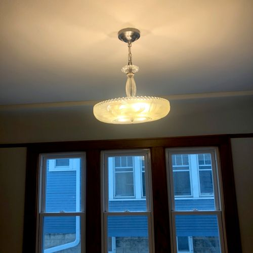 Lighting fixture in a dining room