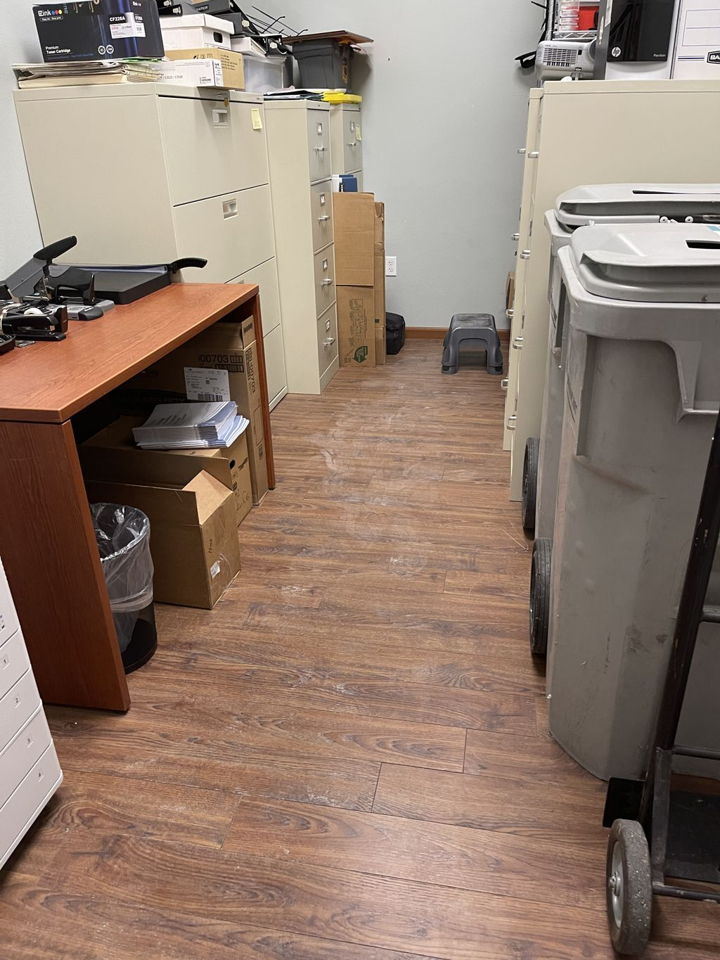 Small office cleaning renovation