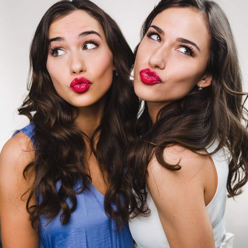 Veronica & Allison
