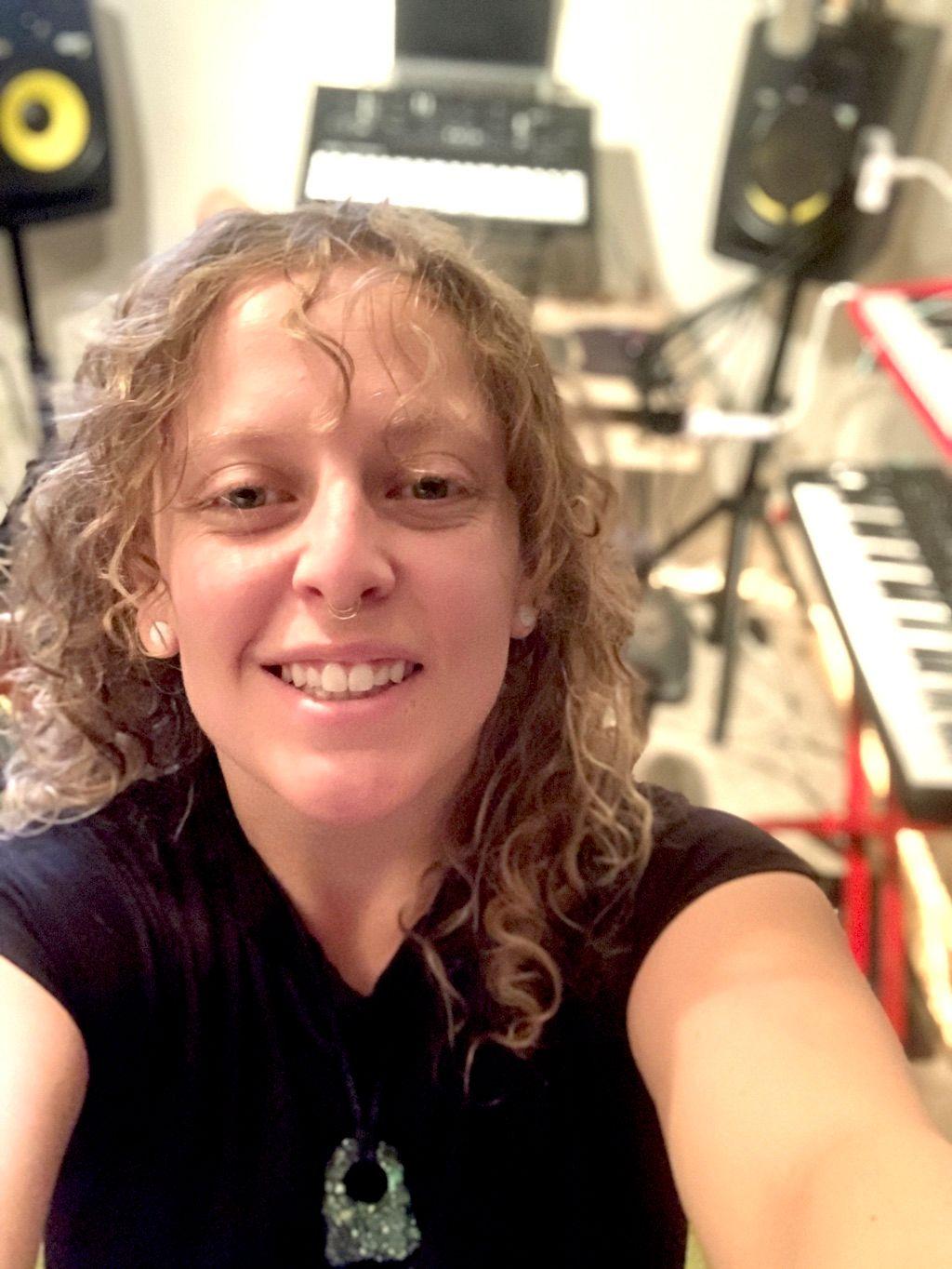 Arielle Vakni Music