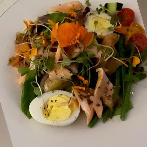 Salmon Niçoise salad 🥗