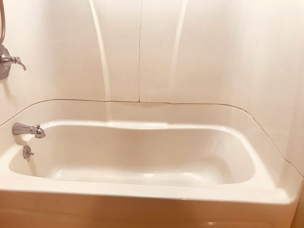 Replacement of a bathtub
