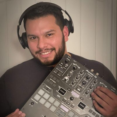 Avatar for DJ Alax, playing the best of Spanish & English!