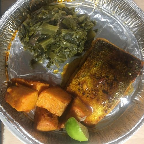 Crispy wild caught oyster and Thai chille sauce salmon with turmeric pan fried sweet potatoes and southern mixed greens