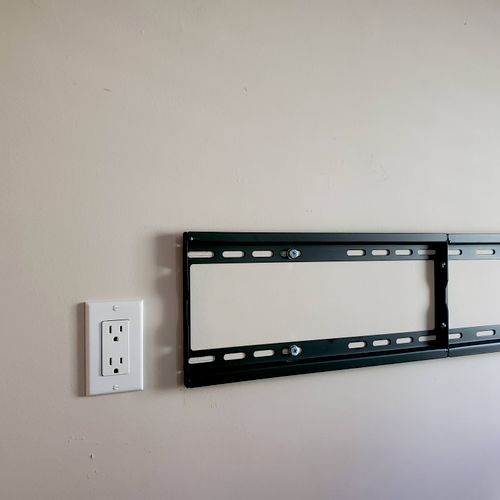 Cable concealment/In wall the right way + mounting bracket = Happy Customer