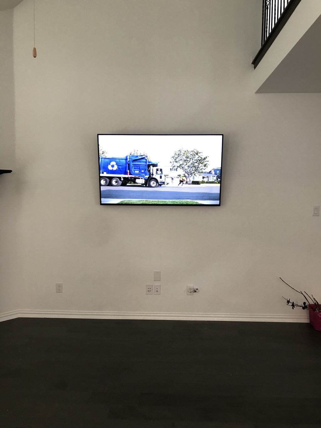 TV Mounting with Soundbar wall mounting