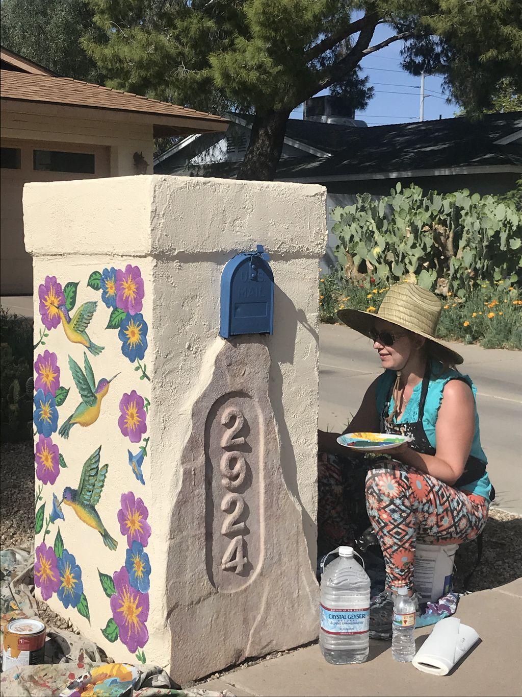 Outdoor mail box mural