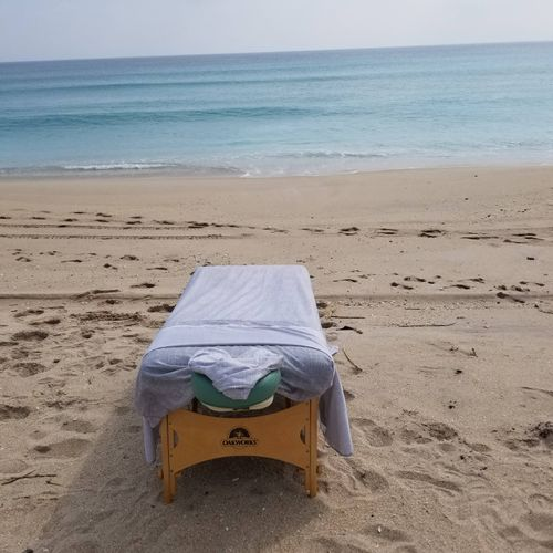 one of my clients decided to surprise her husband for a beach massage! It was so relaxing... for both of us:)