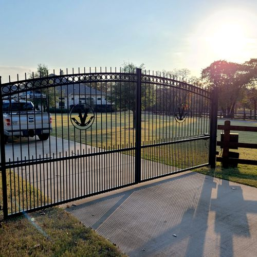 complete custom gates with logo