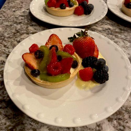 Mixed fruit tart dessert, plated meal
