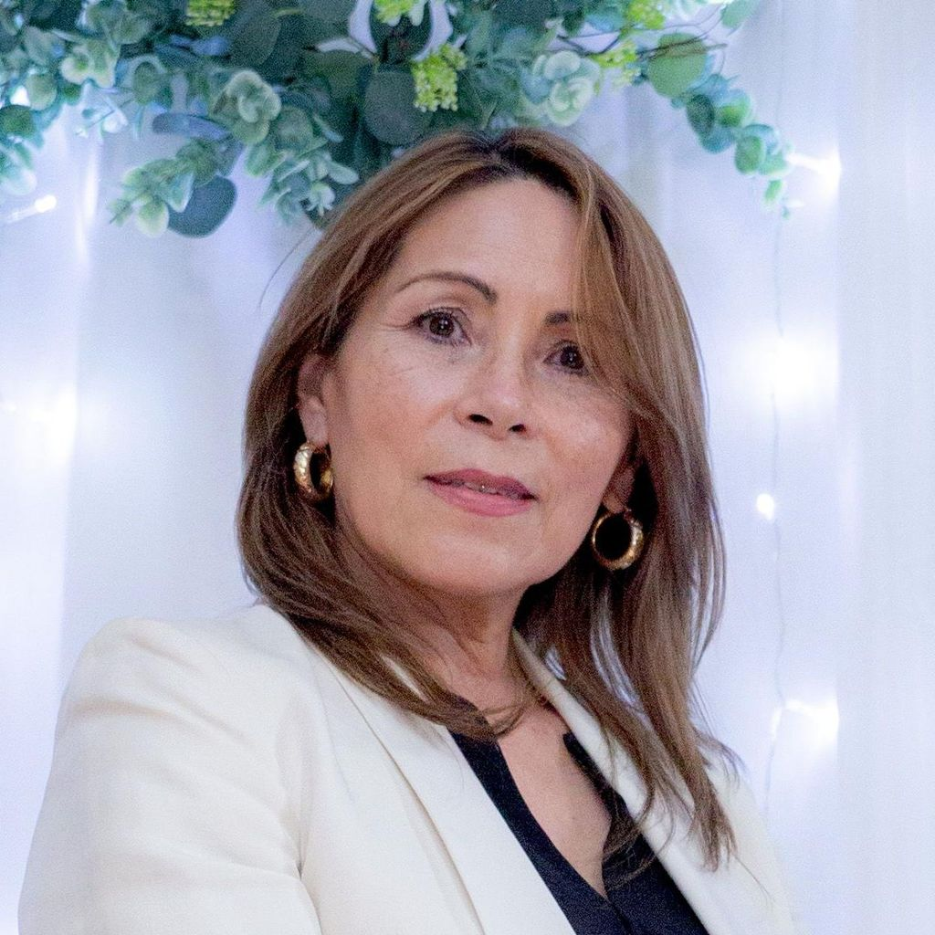 Martha Soto Oficiante de Bodas CT & NY