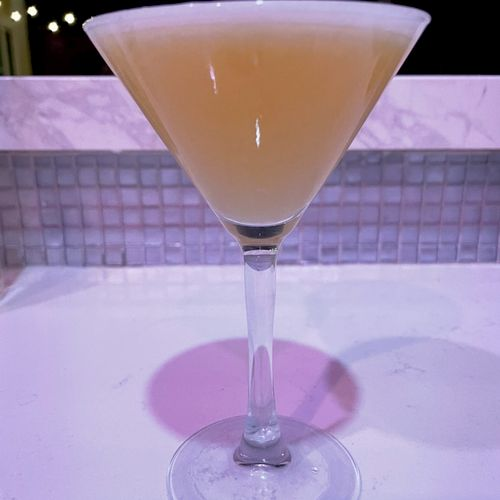 Rattlesnake cocktail: rye whisky, simple syrup, lemon juice, absinthe, egg white