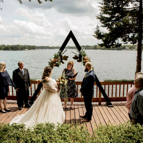 A beautiful wedding by the lake!
