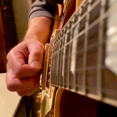 Showing up close picking technique with one of my online students!