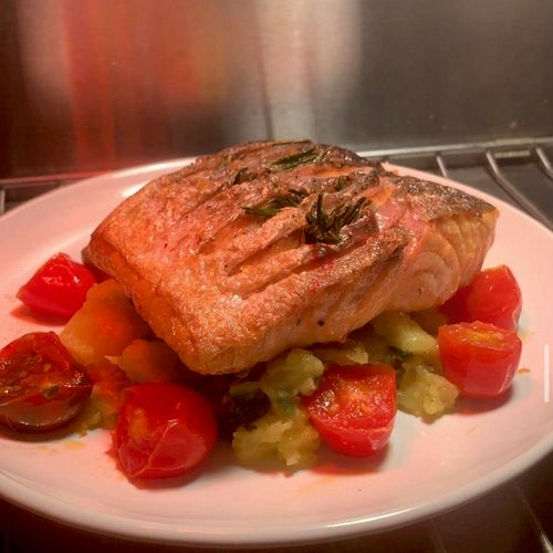 Crispy salmon with patato salad and roasted cherry tomatoes