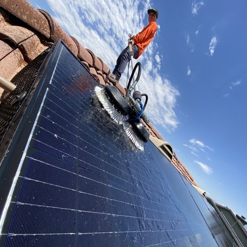 Cleaning solar panels with (DI) water to insure a soft and spot free rinse.