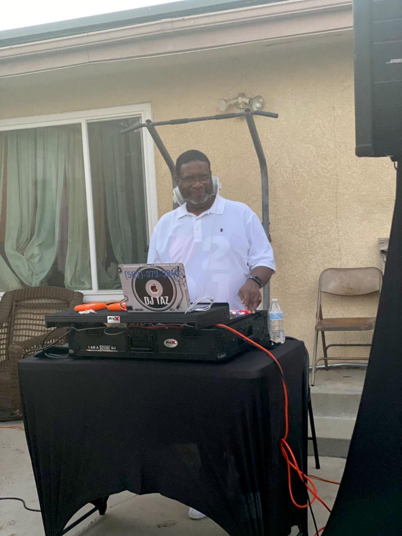 Klymaxx Entertainment LLC Mobile DJ Service