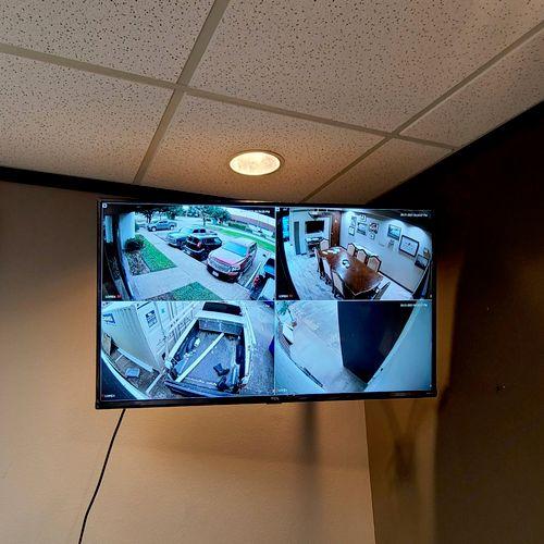 articulating mounted tv for corner application