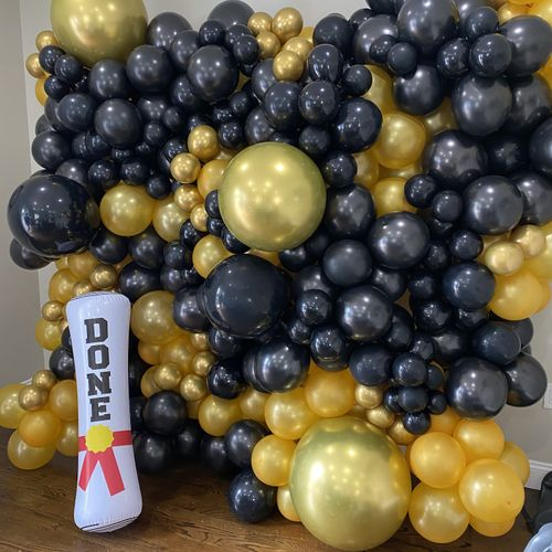 Graduation balloon wall by@balloons_by_a