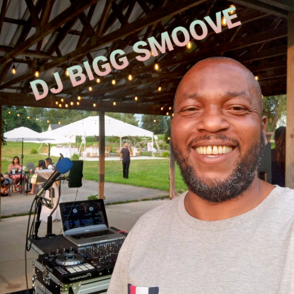 DJ BIGG SMOOVE