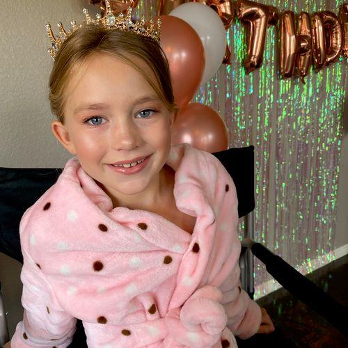 The beautiful birthday girl! 👑 Wearing light foundation, little blush and pretty pinks 💖