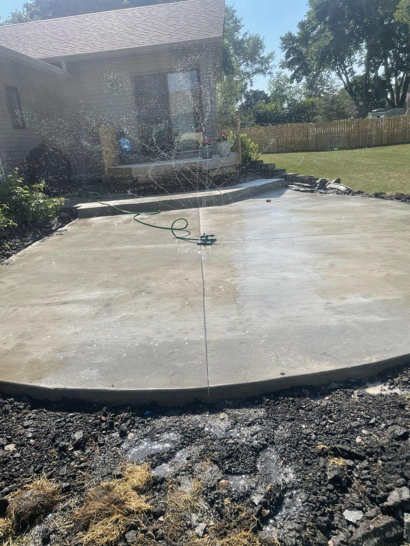 Tom's concrete construction llc