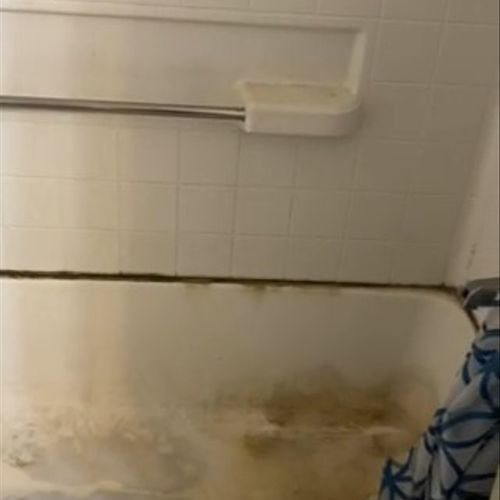 Moving out cleaning before bathroom tub