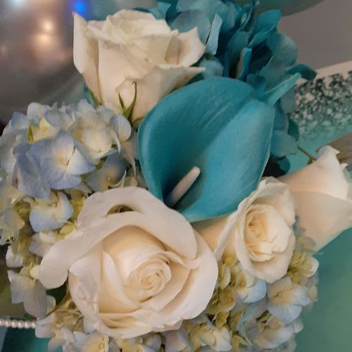 Fresh flowers for a Tiffany Themed party
