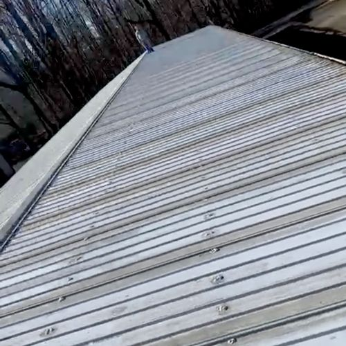 Metal Roof Gutter Cleaning