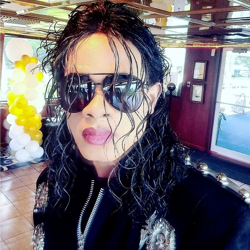 Michael jackson impersonator not clown or magician
